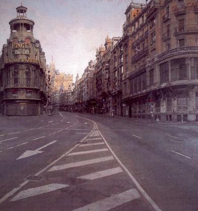 Antonio López, Gran Vía de Madrid, 1974-81 óleo sobre tabla, a diferencia de las vistas panorámicas está pintado sobre el nivel del suelo.Escenario de máxima personalidad.El reloj sobre el edificio Grassy marca 6.30, hora del amanece en la que fue pintado