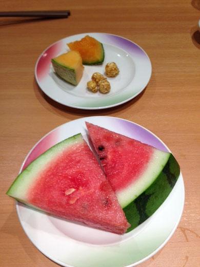 Sandía, melón y palomitas con miel.  Las frutas de Hokaido están consideradas entre las mejores de Japón y son tan buenas, o más, como las de por aquí.