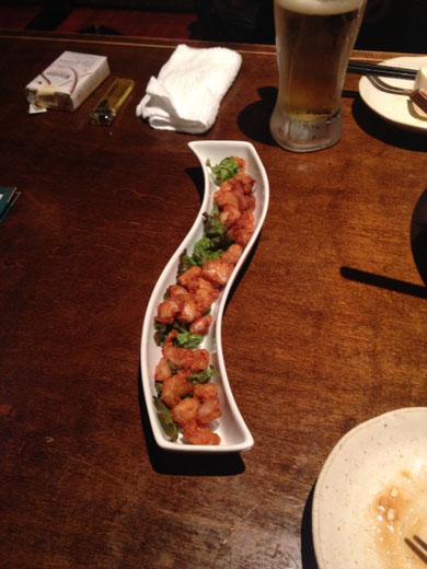 Karage de nankotsu.  Esto sí que puede considerarse, hasta cierto punto, una rareza habitual.  El karage es frito y el nankotsu son tendones o ternillas, que aquí también se consumen, junto a un amplio espectro de casquería, que en Japón no se come.