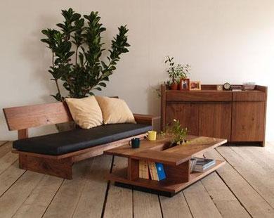 北欧家具にラフなフローリング