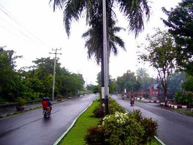 großzügige Straße in Singaraja