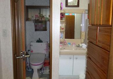 施工前トイレと洗面所