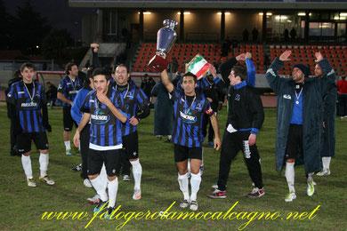 Iannolo alza la Coppa