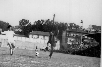 24': gol vittoria e promozione realizzato da Luciano. Sullo sfono le centinaia di tifosi neroazzurri al seguito