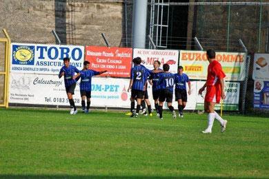 77': Andorno festeggiato dopo il gol del raddoppio