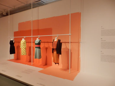 気力高まるオレンジ系の壁コントラスト