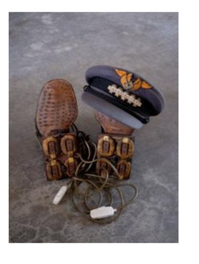 Chaussures magnétiques et casquette du Général Panamarenko, 1960-1967