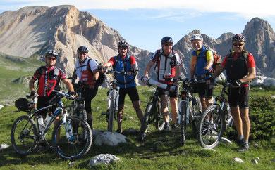 Auf dem Limojoch (2190m):  v.l.:   Nicky, Franz, Hans, Sigi,  Adi, Lenz