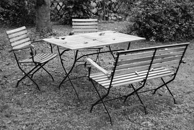 In jedem Garten steht eine Sitzgarnitur...