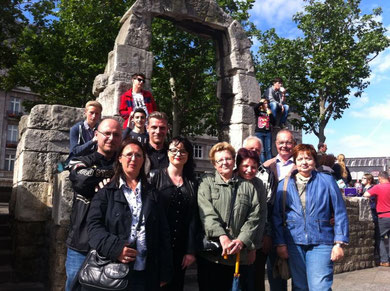 Startpunkt vieler Touren mit KöbesColonius Torbogen des Römischen Nordtors in Köln, Domplatte