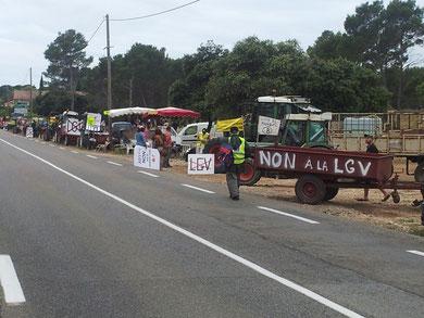 Les tracteurs sont bien sages et ne bloquent pas le Tour