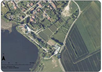 Vu d'avion du Domaine entouré du village de Lachaussée