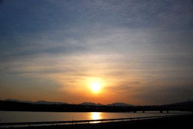 木曽三川での夕景 photo by 白鳥保美