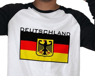 ...aber etwas mehr Versandkosten müssen wir für die gelaserten Bücher leider verrechnen: CHF 15 pro Lieferung. Entweder wir treten bald der EU bei (unwahrscheinlich) oder wir eröffnen einen Shop in Deutschland (sehr wahrscheinlich...).