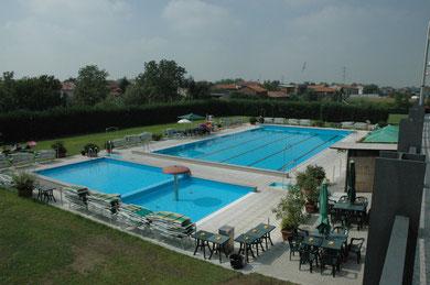 """Le piscine del Centro Sportivo M&G in """"assetto"""" estivo"""