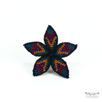 broche macramé bijoux coloré fleur