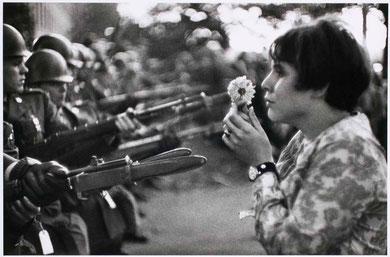"""""""Jeune fille à la fleur"""", Marc Riboud"""