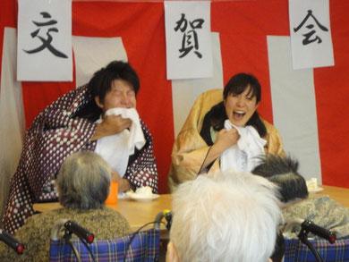 こちらは職員による二人羽織(^^)施設長が語り役をしてくださり、大爆笑の大盛り上がりとなりました(^^)