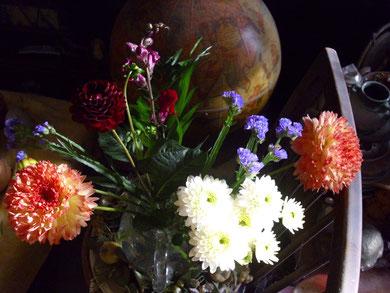 Herbstblumen mit Globus, WK