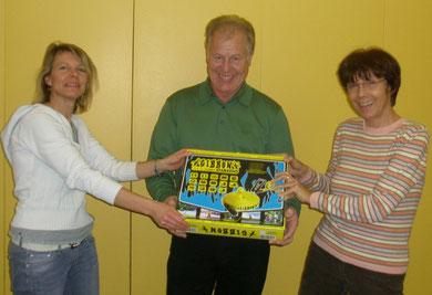 Paul Fröhlich mit den Sportlehrerinnen Jutta Bummer und Sabine Skwara