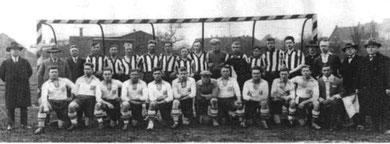Mannschaft von 1920- 1930, untere Reihe:   G.Gastrich, K.Neuwirt, K.Tkocz, F.Olenik, F.Seckel, H.Hörde, B.Kruse, E.Henkel, H.Seckel, F.Neuwirth, J.Tkocz