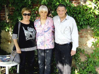 Bat-Sheva (links) und Gil Keness mit Elisabeth Sternberg-Siebert