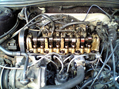 2.2 Liter Turbo Motor ohne Ventildeckel