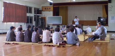 昭和の匂いがする潟町町内会館での講演。いるだけで心がホッコリします