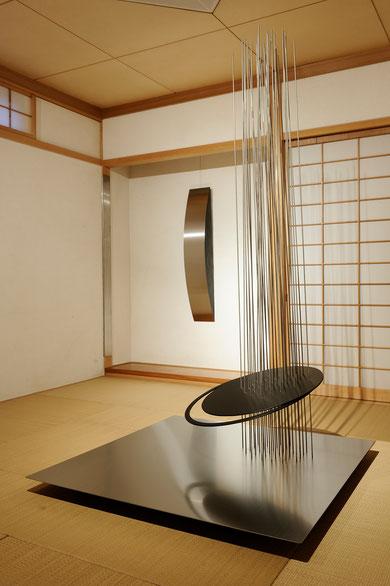 MOON.Jun    Stainless steel/Wood 2000×1200×1200mm   2009    MOON.Sep    Stainless steel/Wood 1300×220×200mm     2009