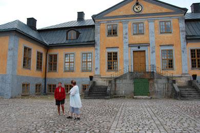 Berit & Inga vid Hörle Slott