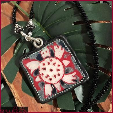 """Portafortuna """"Monsmundi"""" nero/rosso/bianco con simbolo della tartaruga"""