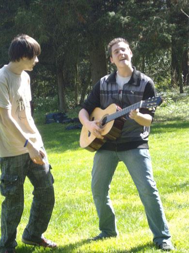 Solo de guitare de Mercuri (Clement), avec son public Gaxune (Elie).