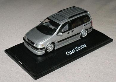 Opel Sintra Tuning, Heckspoiler, Frontspoiler, Schwellerrohre, Michelin Bereifung und Spiegel in Wagenfarbe