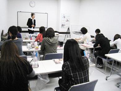 福島駅西口福島ヨークカルチャーセンターでジェルネイル講座も担当しています