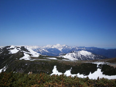 ≪乗鞍≫標高2,763m魔王岳より穂高連峰を望む5月中旬