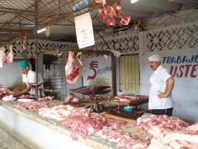 Frischfleisch .... je später der Vormittag, je teurer das Fleisch....            Diese Preisgestaltung wird deshalb praktiziert, weil es keine Kühlmöglichkeit gibt