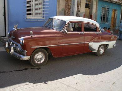 Chevrolet BJ 1953 - mit so einem Oldtimer sind wir nach einer langen Nacht in Santiago de Cuba ins Hotel zurückgefahren (zwar nicht mit diesem - es war um 3h Früh nicht möglich zu fotografieren.... ;-).....)