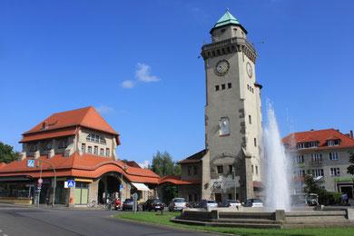 Frohnau Zentrum - der Bahnhof und der Casino-Turm