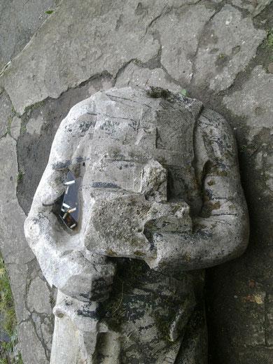 скульптура лежит во дворе орденского замка. Предполагается востановить  скульптуру и установить во дворе замка перед входом в музей. Сейчас используется как пепельница.