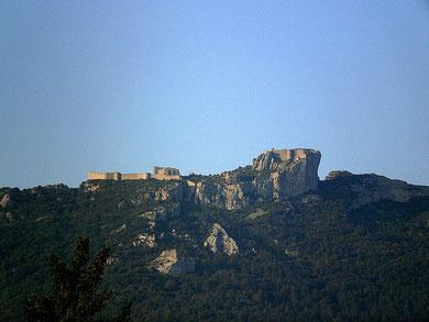 le chateau de peyrepertuse , vu depuis les gites les casots