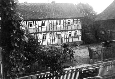 So sah das Haus mit dem besonderen Fachwerk früher aus! (Quelle: Burghaun in alten Ansichten 2 von H.J. Ruppel)