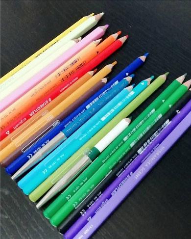 今回使用させてもらった色鉛筆の画像
