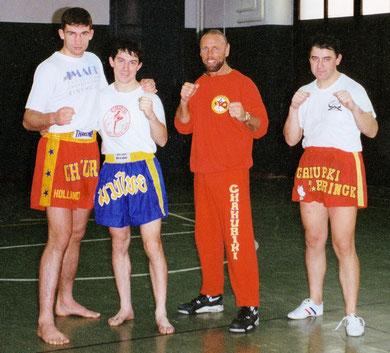 Bruno e Roberto dopo un allenamento con Peter Aerts e Sensei Tom Harrinch fondatore dei Chakuriki - anno 1992 a Milano
