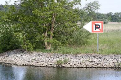 """Naturferne Uferbefestigungen sollen im Rahmen des Naturschutzgroßprojektes """"Untere Havel"""" verschwinden. Foto: NABU/H. May"""