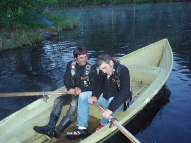 promenade en bateau sur une rivière Finlandaise à 4h du matin