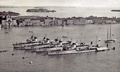 I caccia dell'8a Squadriglia (Fulmine, Baleno, Lampo e Folgore) all'ormeggio a Punta della Salute a Venezia nel 1938. (Foto F. Baschetti, Venezia - Coll. M. Brescia)