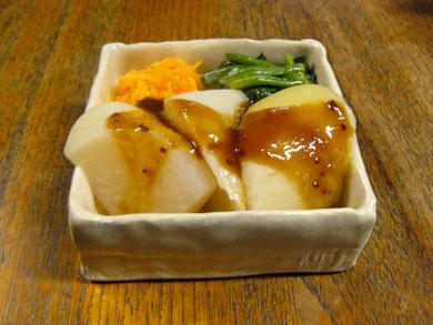 「海」の角鉢に温野菜