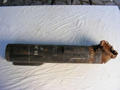 Probabile AN-M26 Parachute Flares - Razzo illuminante americano a luce gialla, potere illuminante 800.000 candele per foto ricognizioni, ritrovato durante le ricerche per il documentario LA BATTAGLIA DEL BRENNERO. Zona monti di Trento.