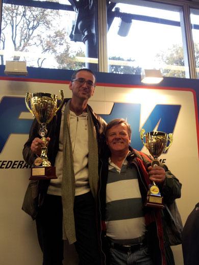 Le vainqueur de la catégorie Classic 350  et son Dauphin, Nicolas