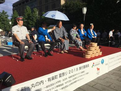写真出典:原田義昭さんのブログ【2019 7月26日 東京の夏祭り、涼を求めて「打ち水」行事】